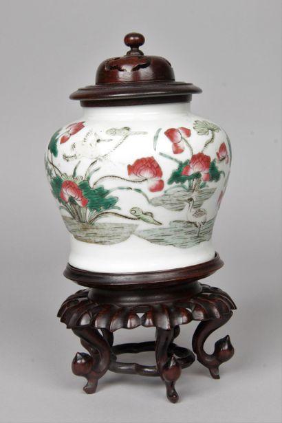 CHINE, fin XIXe-début XXe siècle Petite jarre...