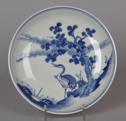 CHINE, XXe siècle Petite assiette en porcelaine...