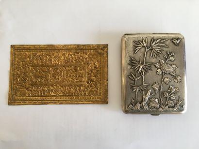 LOT DE DEUX OBJETS : dont une plaque en métal...