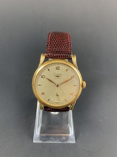 LONGINES Circa 1960. Montre bracelet en or...