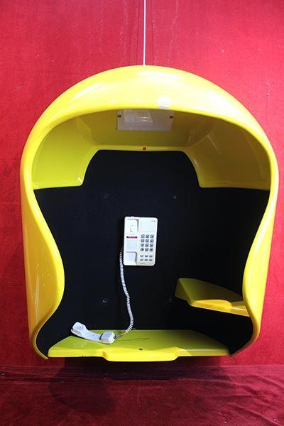 CABINE TELEPHONIQUE EN FORME DE CASQUE