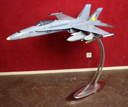 MAQUETTE MC DONNELL DOUGLAS F-18 HORNET