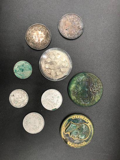 Lot de PIECES dont deux pièces en argent...