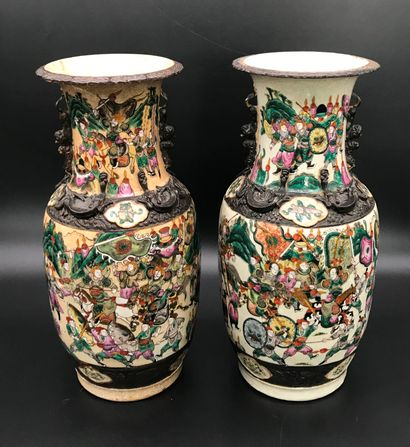Paire de VASES de NANKIN  en porcelaine à...