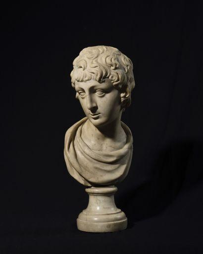 BUSTE en marbre blanc représentant un jeune...