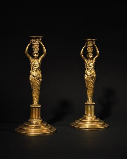PAIRE DE GRANDS FLAMBEAUX en bronze doré...