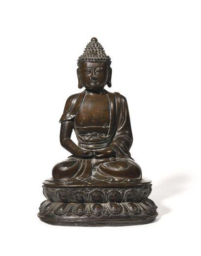 CHINE Grande figurine en bronze à patine...