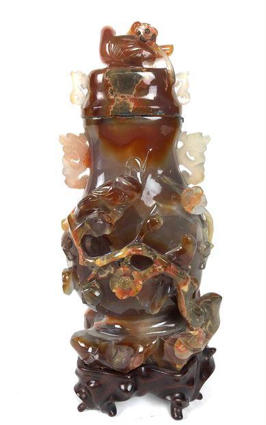 CHINE Vase couvert en agate. XXe siècle Haut...