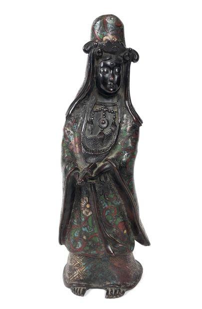 JAPON Guanyn en bronze cloisonné. XIXème...