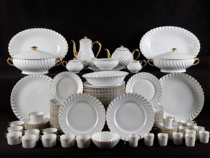 HAVILANDE A LIMOGE. Service de table en porcelaine...