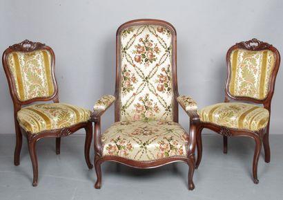 FAUTEUIL « Voltaire » et deux chaises. Époque...