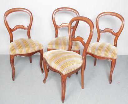 Suite de quatre chaises Charles X à dossier...