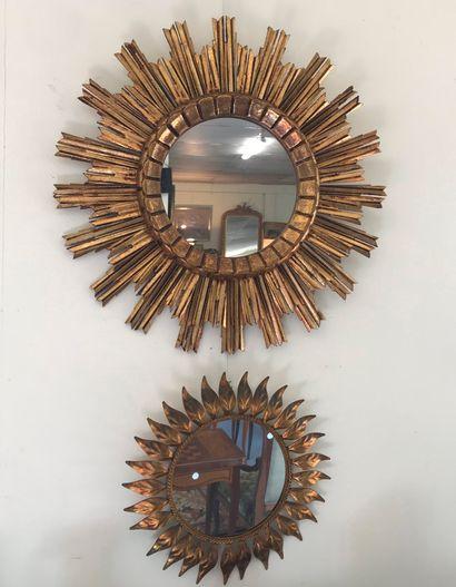 Lot de deux MIROIRS  Un miroir soleil en...