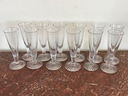 Service de douze FLUTES à Champagne  en cristal...