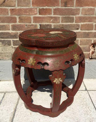 CHINE Sellette en bois sculpté laqué rouge...