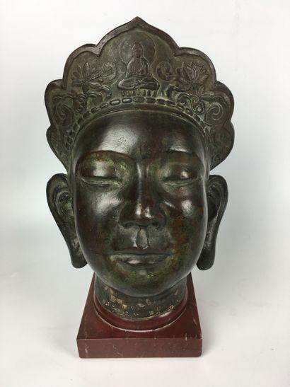 ASIE DU SUD-EST Tête de divinité bouddhiste...