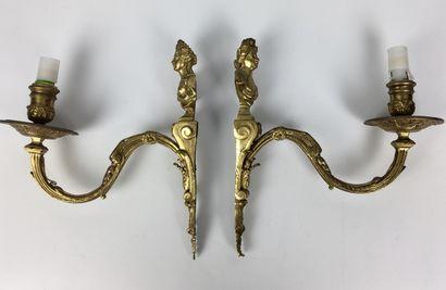 PAIRE D'APPLIQUES en bronze doré et ciselé...