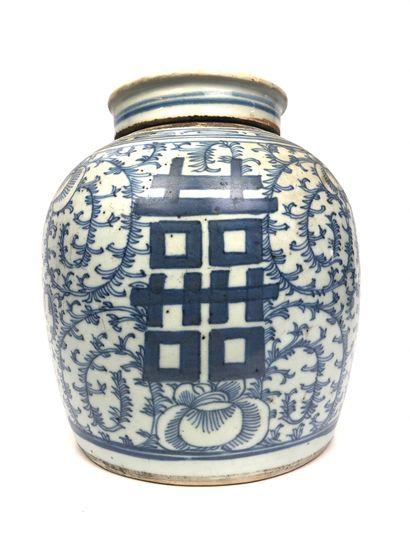 CHINE Pot à gingembre en porcelaine bleue...