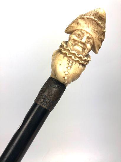 CANNE à pommeau d'ivoire sculpté du buste...