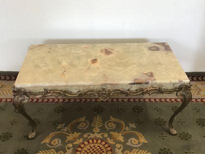 Une TABLES BASSES de style XV  Piètement...