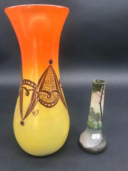 LEGRAS  Vase soliflore à décor d'arbres  Signé...