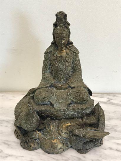 INDE  Divinité en bronze entourée d'un oiseau...