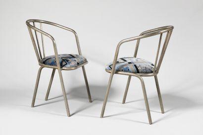 TRAVAIL DES ANNEES 1920 Paire de fauteuils...