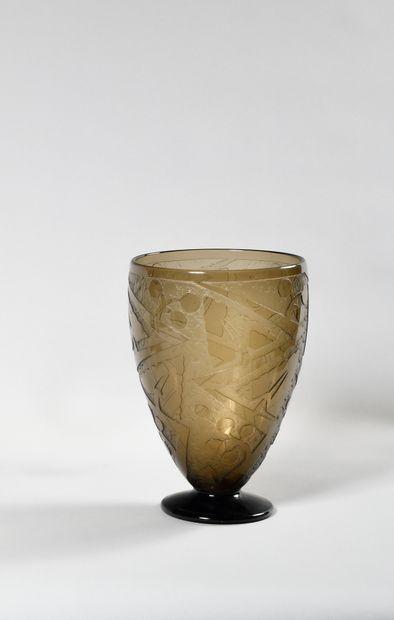 DAUM NANCY FRANCE Très grand vase en verre...
