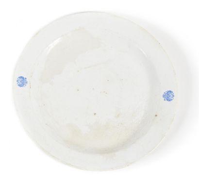 PLAT AVEC DEUX AIGLES BICEPHALES  Porcelaine....