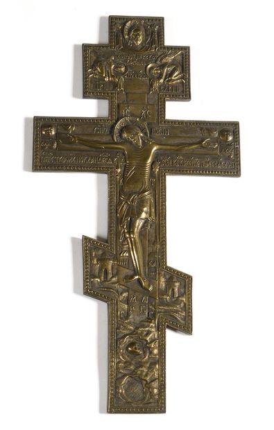 CROIX  Laiton  Russie, XIXe siècle  39 cm....