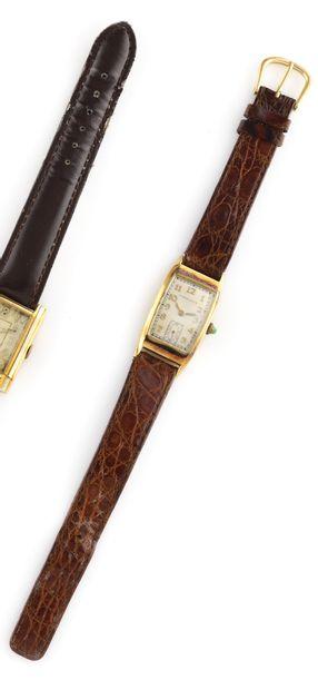HAMILTON Vers 1945. Réf : 2664. Montre bracelet en plaqué or jaune 18K. Boitier...