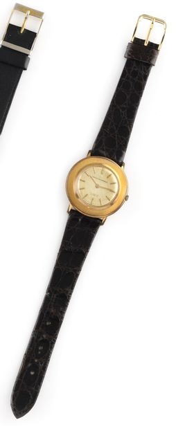 GIRARD-PERRIGAUX Discovolante Vers 1960. Montre bracelet en plaqué or, boitier rond...