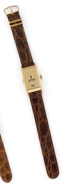 BULOVA à guichet Vers 1940. Réf : 2197645 / 278117. Montre bracelet à heures sautantes...