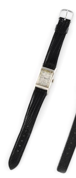 LONGINES About 1945. Ref : 691853. Steel...