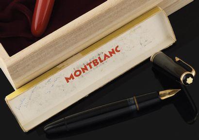 MONT-BLANC Stylo à plume. Grand modèle noir...