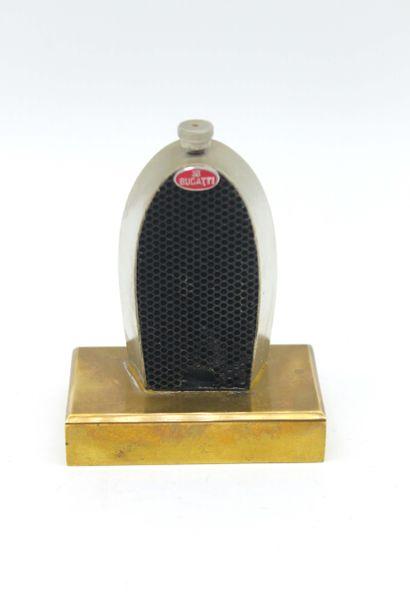 FLASQUE/ DECANTEUR BUGATTI Flasque - décanteur reprenant le célèbre radiateur de...