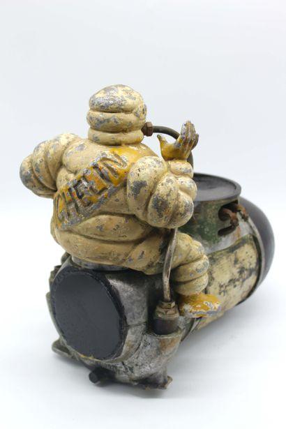 """GONFLEUR MICHELIN Gonfleur """"Michelin"""" avec son bibendum, peinture d'origine. Petit..."""