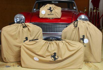 BAGAGES SCHEDONI  POUR FERRARI Ensemble de quatre bagages assortis en cuir noir avec...