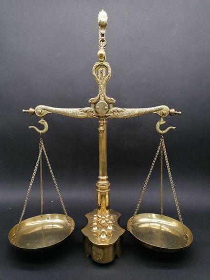 BALANCE DE PHARMACIEN  En bronze doré et...