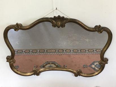MIROIR  de style Louis XV en bois et stuc...
