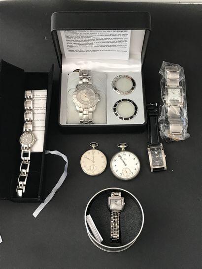 Lot de MONTRES comprenant  Deux montres de...