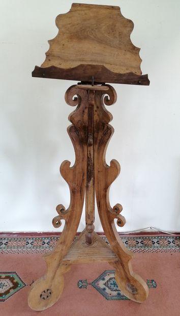 LUTRIN  En bois sculpté tripode  Support...