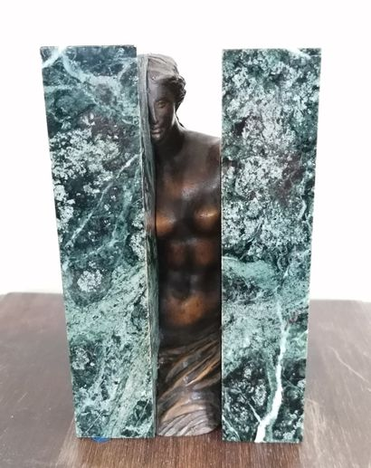 SOSNO  Oblitération  1990  Sujet en bronze...