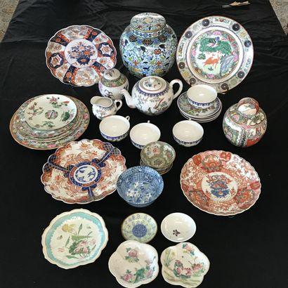 CHINE  Lot de porcelaines asiatiques comprenant...