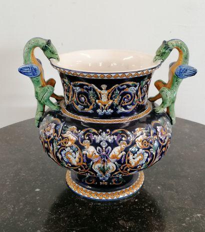 GIEN  VASE décor Renaissance à fond bleu...
