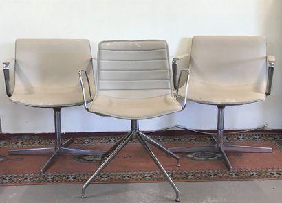 ARPER  Paire de fauteuils pivotants pietement...