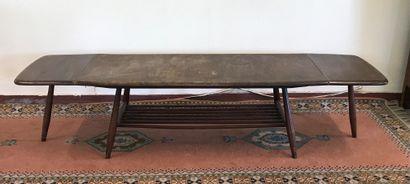 TABLE BASSE  de forme allongée à deux plateaux...