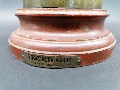 L. RAPHAEL ABORDAGE  Sujet en régule patiné  Sur piedouche en bois peint à l'imitation...