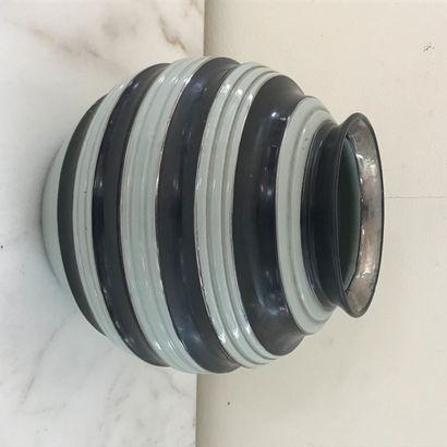 BOCH FRERES LA LOUVIERE  Vase de forme boule...