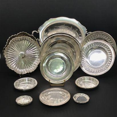 Lot de métal argenté comprenant :  Trois...